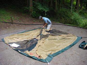 テント組み立て